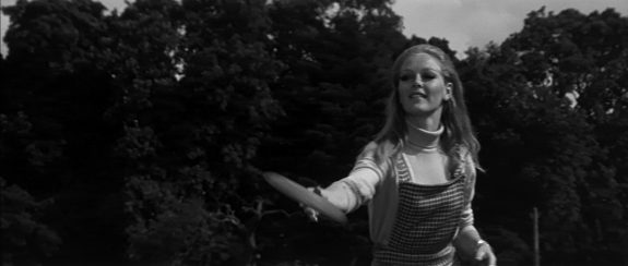 Tam Lin-1970-screenshot 3-Jenny Hanley-A Year In The Country.jpg