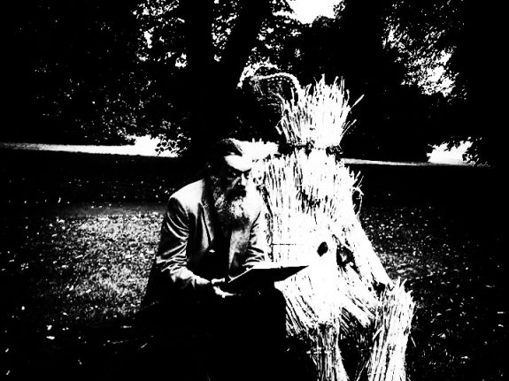 Straw Bear-By Our Selves-Andrew Kotting-Iain Sinclair-Toby Jones-Alan Moore-John Clare-A Year In The Country-11