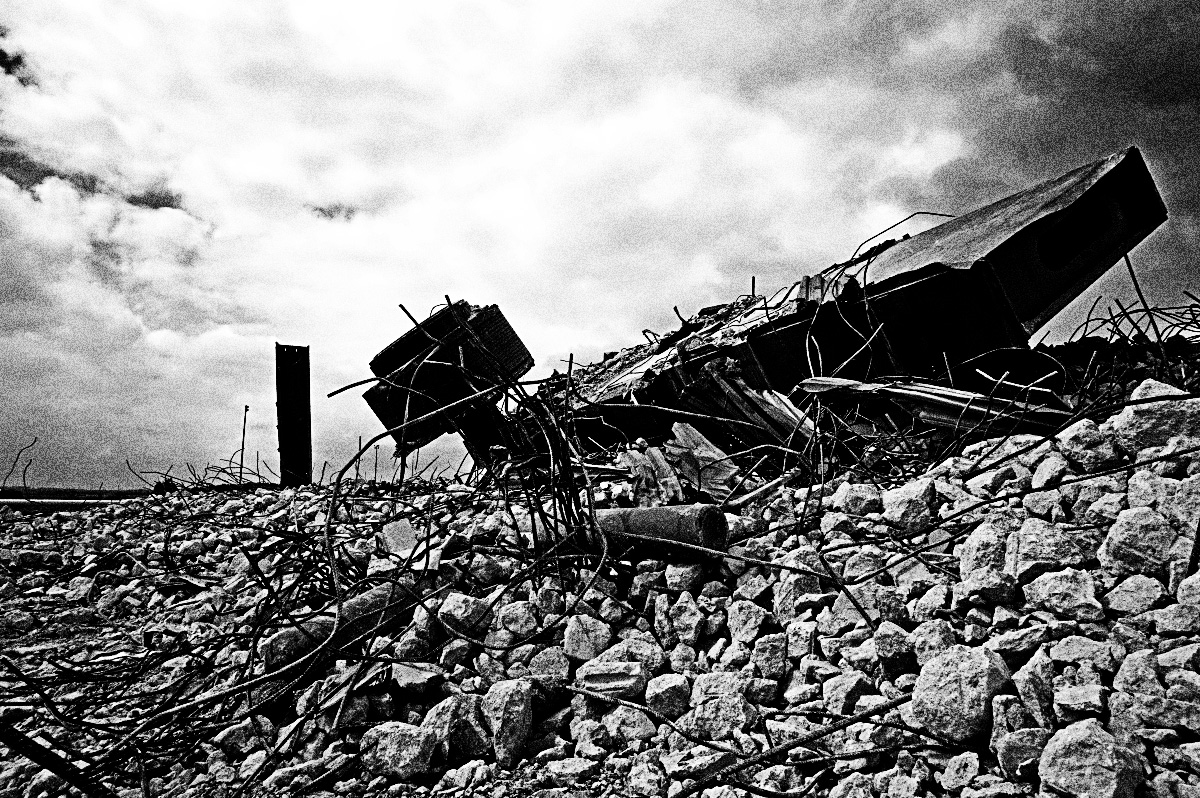 veloelectroindustrial-edgelands-wasteland-photography-harworth-machine-a-year-in-the-country-2