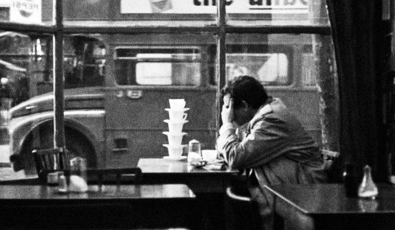 Gumshoe-1971-Stephen Frears-cafe-2