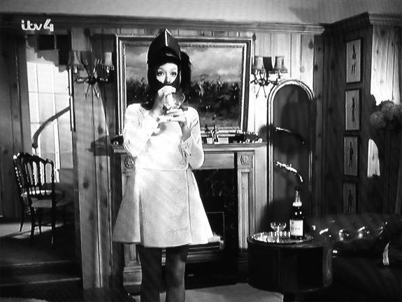 The Avengers-Series 5-1967-Murdersville-Mrs Peel-cocktail