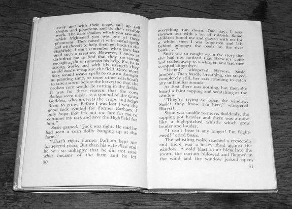 The Corn Dolly-Margaret Elliot-Colin Dunbar-book-1976-folklore-2
